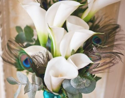 calla lily and peacock feather flower arrangement