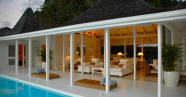 Reminds me of a pool house from the 50s or 60s.