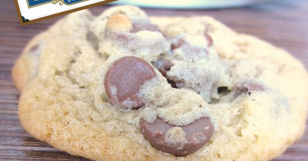 Ghirardelli Chocolate Chip Cookies from sixsistersstuff.com. I happen to LOVE my chocolate
