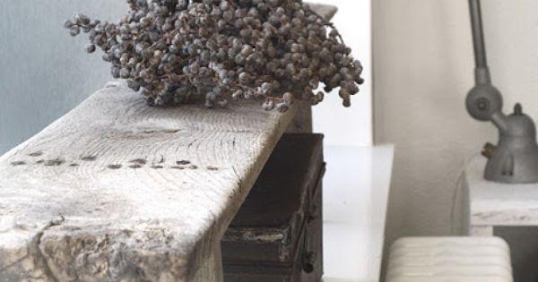 G style oud bankje op de vensterbank meubelen for Vensterbank decoratie hout