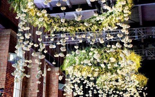 d cor de fleurs suspendues fleurs suspendues blog mariage et suspendu. Black Bedroom Furniture Sets. Home Design Ideas