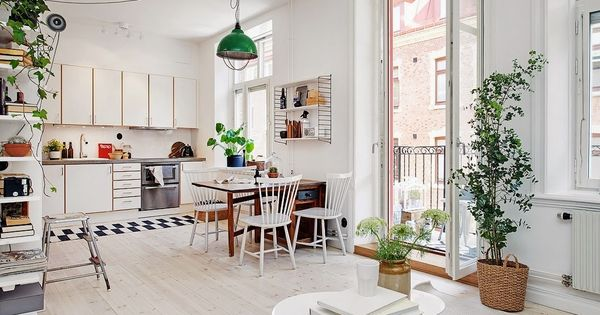 Une pi ce vivre et un balcon compact living for Interieur suedois