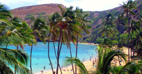 Snorkeling hanauma bay oahu hawaii hanauma bay oahu is for Fishing spots oahu