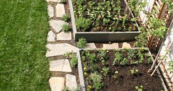 Petit jardin le long d 39 un mur au jardin pinterest for Amenagement jardin le long d un mur