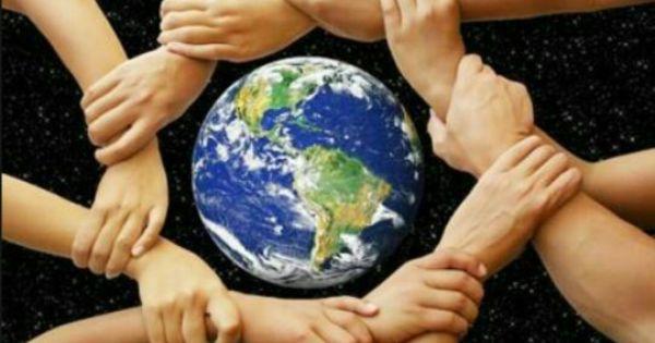 هذه الصورة معبرة جدا بالنسبة لي كمسلم أولا وكأنسان ثانيا فلو كل فرد من أفراد هذا العالم تكاتفوا فيما بينهم وتوحدت جهودهم على مساعدة أولئك Image Photo Ronan
