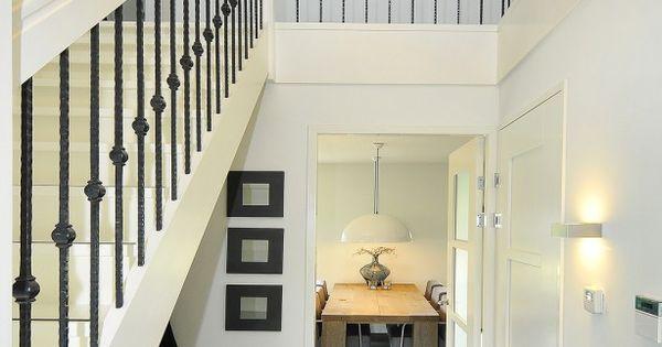 Mooie lamp voor in de vide niet het design van de trap verbouwing huis pinterest trappen - Hal ingang design huis ...