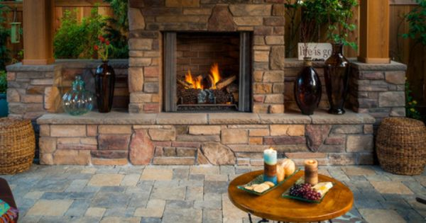 Outdoor Living Room W Fireplace And Seatwalls Paradise