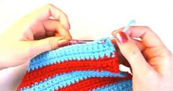 Knitting Instructions For Beginners Left Handed : Left hand beginner crochet how to weave in loose yarn