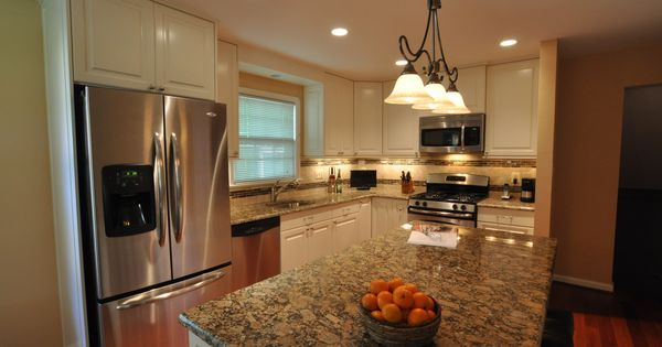 This Lovely Kitchen In Alexandria Va Features Giallo Fiorito Granite Granite Kitchens In Va