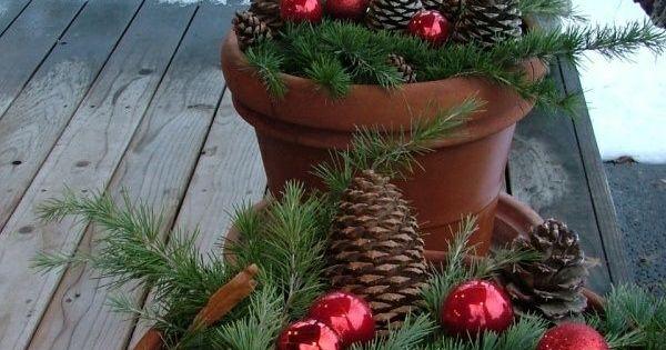 balkon blument pfe zapfen rote kugel tannenzweige weihnachtsdeko selbstgemacht pinterest. Black Bedroom Furniture Sets. Home Design Ideas