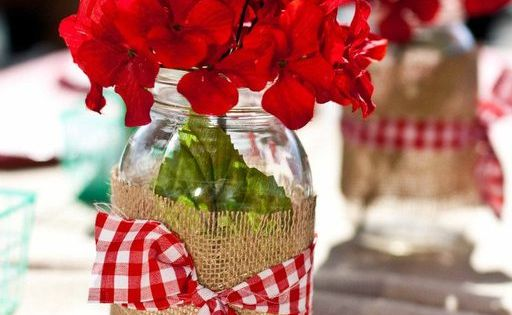 Floral centerpiece | red geranium Cute Idea for 4th of July center