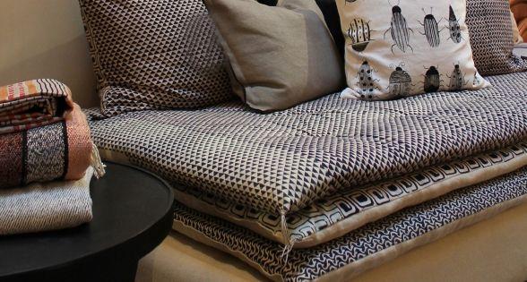 Ce divan permet l utilisation ludique de tissus diff rents pour la base et ch - Superposer deux matelas ...
