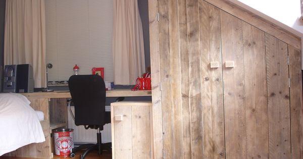 Steigerhout kast schuine wand google zoeken zolder verbouwing pinterest toverstokken en - Zolder stelt fotos aan ...