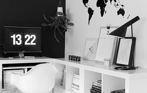 nowoczesne czarno bia e biuro z grafik w kszta cie mapy. Black Bedroom Furniture Sets. Home Design Ideas