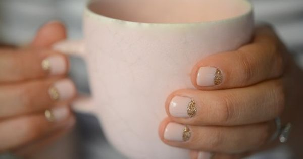 Half moon gold glitter & pink nails teacup
