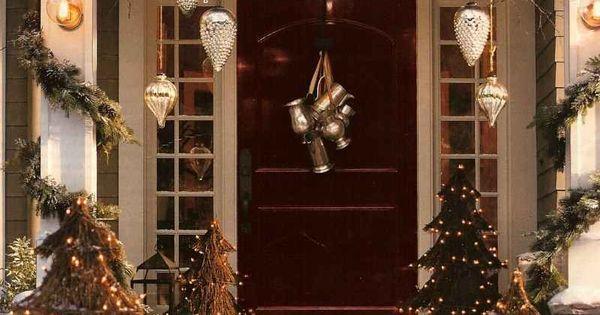 dekorieren sie weihnachtlich den hauseingang kugeln. Black Bedroom Furniture Sets. Home Design Ideas