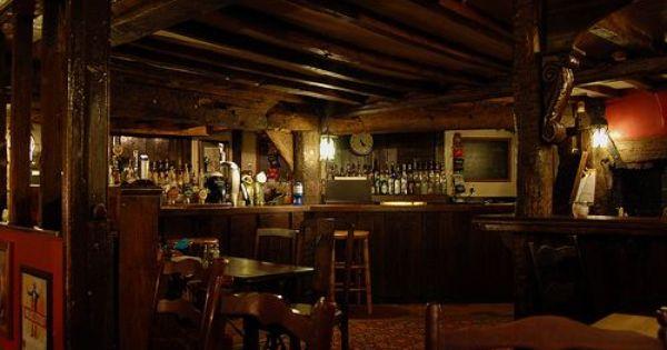 drinking with kings 5 fantastic medieval pubs king. Black Bedroom Furniture Sets. Home Design Ideas