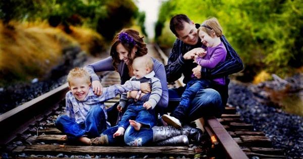 Family Picture ideas. Love the train tracks