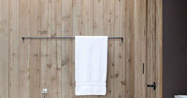 Iets anders dan tegels in de badkamer wat dacht je van houten muren inspiratie van moderne for Houten lambrisering in de badkamer