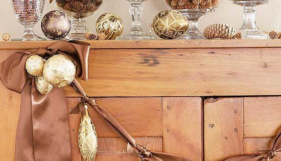 All that Glitters: Easy Holiday Decorating Ideas with Ornaments | NancyCreative