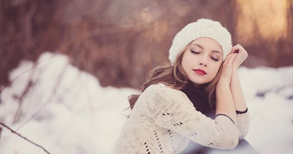 LOVE HATS! Winter senior picture ideas for girls. Winter senior pictures. Senior