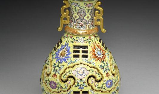 ... Qing dynasty, reign of Emperor Qianlong. Porcelain w… | Pinteres