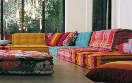 orientalische wohnideen sofa aus bunten kissen wohnzimmer pinterest sofas. Black Bedroom Furniture Sets. Home Design Ideas