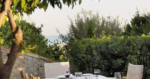 ... jardin où lon a hâte de prendre son repas  Coins, Deco and Style