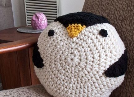 crochet Penguin pillow, cute idea!