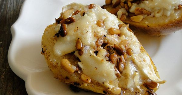 This ROASTED PEARS with GOAT CHEESE and PINE NUTS recipe is so