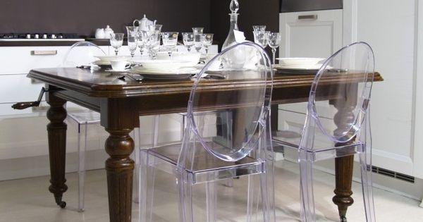 Arredare con mobili antichi e moderni sedie e tavolo for Sala da pranzo kartell