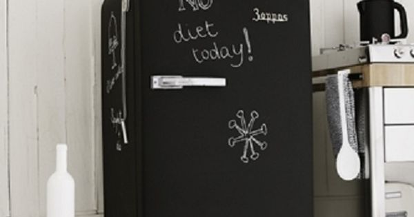 repeindre son frigo avec une peinture ardoise dans la. Black Bedroom Furniture Sets. Home Design Ideas