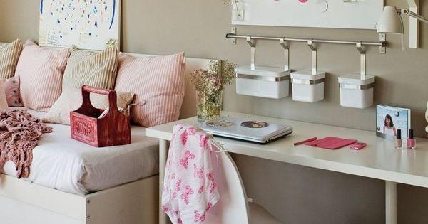 modernes Mädchenzimmer - beige Wandfarbe, weiße Möbel und rosa Akzente  Jugendzimmerr ...