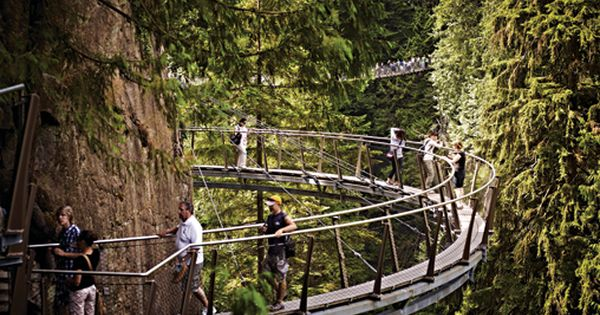 Cliffwalk at capilano suspension bridge vancouver for Passerelle definition
