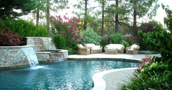luxus garten mit vielen pflanzen und mit einem gro en. Black Bedroom Furniture Sets. Home Design Ideas