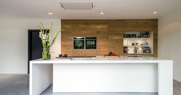 Houten keuken met keukeneiland en wit silestone werkblad via jp walker keuken kookeiland - Werkblad silestone ...