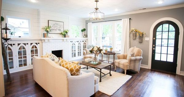 school spirit spurs home search as chip joanna show lori baron craft the brick house see. Black Bedroom Furniture Sets. Home Design Ideas