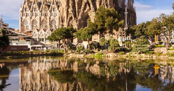 La Sagrada Familia est le symbole de Barcelone. Œuvre inachevée de Gaudi,