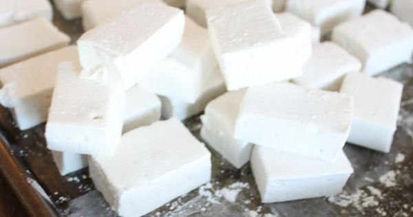 Homemade marshmallows, I have been thinking about making homemade marshmellows for months...can't