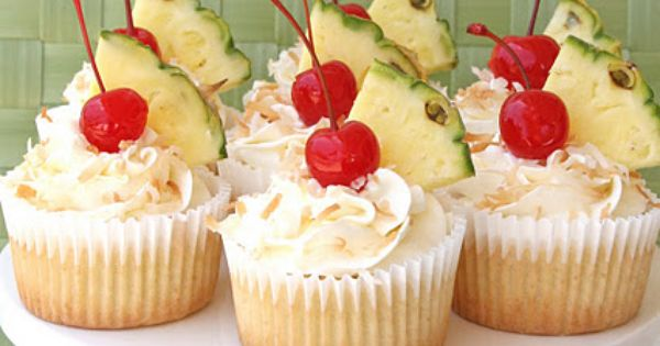 Pina Colada Cupcakes | Desserts Bake Fusion Drinks Tropical Summer Pineapple PinaColada