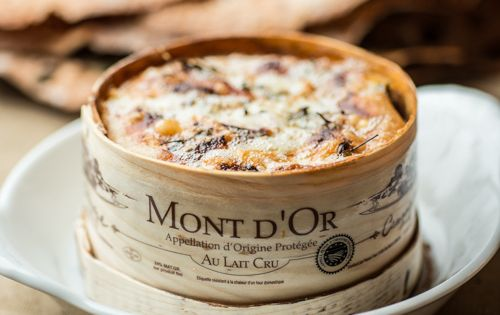 Mont d or au four 20 recettes de fromage fondu elle table cheese dip dip and red wines - Recette fromage mont d or ...