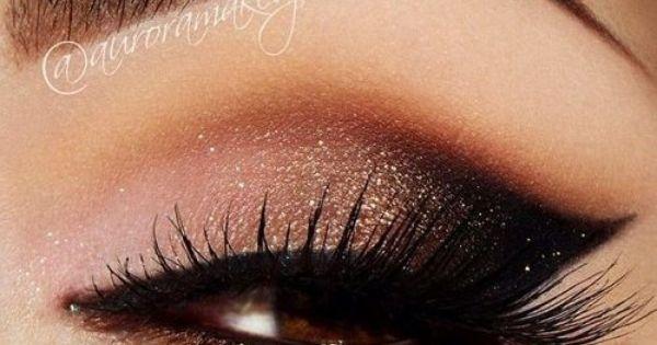 girl hand cosmetics eye makeup via tumblr beautiful