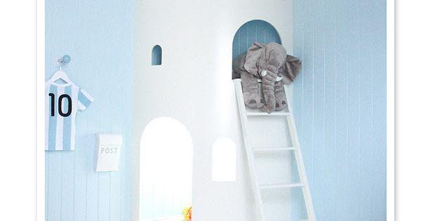 Children's room. Castle in the corner.