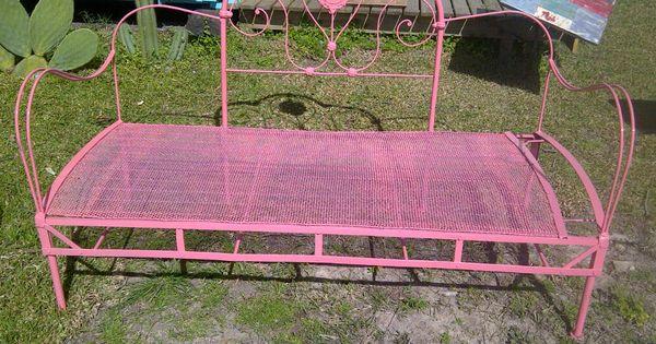 Camastro de hierro realizado con respaldo de cama antigua for Camastros de hierro para jardin