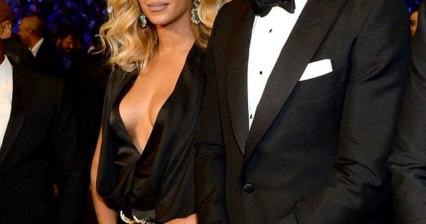 e135cc1ab7 Beyonce exposes cleavage in VERY low-cut dress