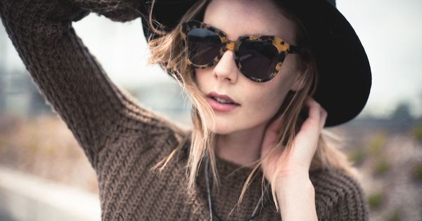 staple karen walker shades + hat.