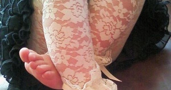 baby legs AND lace leggings.. my heart is meltingggg