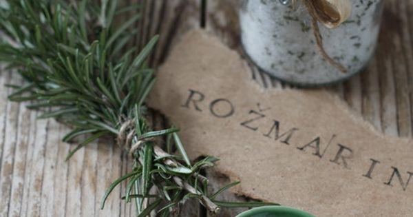 Idee fai da te aromi in cucina olio e sale al rosmarino do it yourself pinterest - Aromi da cucina ...