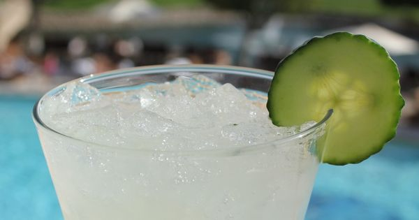 Cucumber cooler 2oz effen cucumber vodka oz lime juice for Drinks with simple syrup and vodka