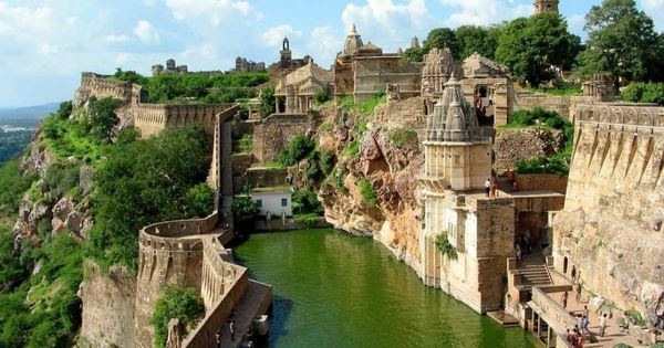 Benteng Chittorgarh, India. Didn't expect to see this kind of picture taken
